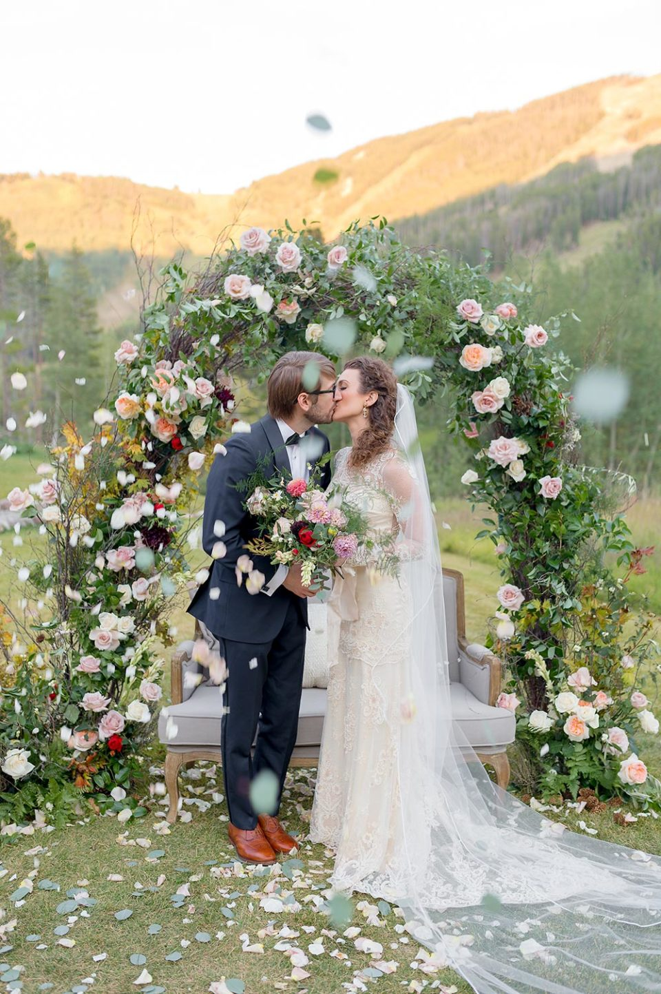 Beanos' Cabin floral inspiration couple kissing