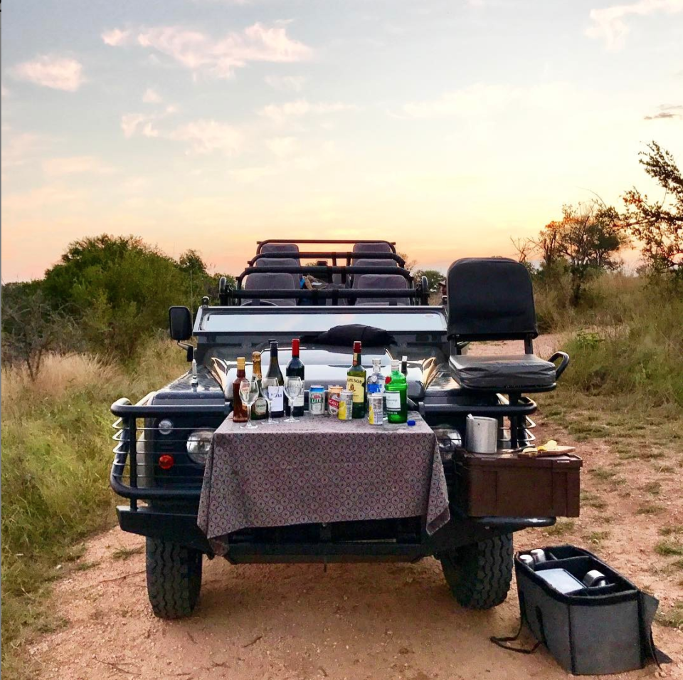 African safari jeep picnic